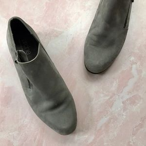 Arche Gray Suede Side Zip Low Ankle Bootie Sz 39